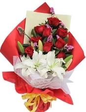红玫瑰9枝,白香水百合2枝,勿忘我+绿叶适量