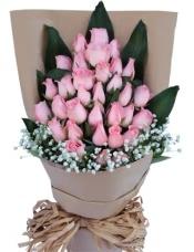 33枝粉戴安娜玫瑰,搭配巴西叶,满天星点缀