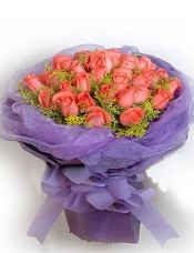 33枝顶级粉玫瑰,黄莺适量搭配