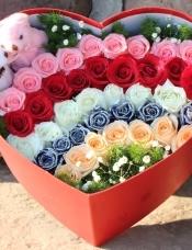 精心挑选39朵昆明玫瑰,2只小熊,点缀绿草,满天星,美丽迷人