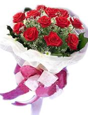 靓丽红色玫瑰12枝,满天星丰满。