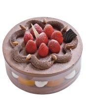 """醇香的巧克力,酸甜的红草莓,香甜的蛋糕胚,亮点是内心有料,这款被命名为""""心意莓""""的蛋糕,从内而外魅力不减,口感倍棒。"""