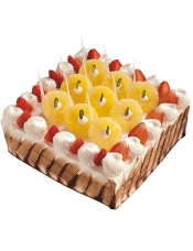菠萝飘飘,草莓淼淼,奶油香甜,蛋糕润泽,暖心百分百的美味。