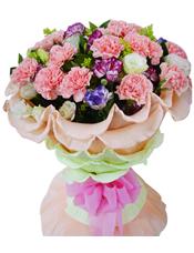 28支各色康乃馨,10支白玫瑰,黄莺间插