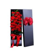 21支精品红康乃馨,搭配适量绿叶、情人草