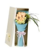 11支精品香槟玫瑰,搭配适量桔梗、黄莺、书带草