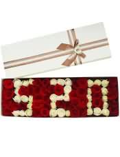"""99支玫瑰,""""520形状"""",红玫瑰+香槟玫瑰。"""