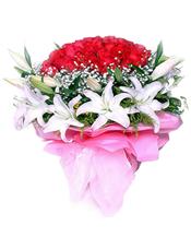 红玫瑰66枝,满天星丰满,黄莺丰满围绕,10枝白色香水百合(多头)