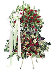 红玫瑰、白色香水百合、满天星、绿叶丰满绿色丝带结