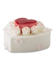 小心形:戚风澳门金沙APP+玫瑰慕斯夹层+树莓淋面 下层:原味戚风澳门金沙APP+玫瑰慕斯夹心