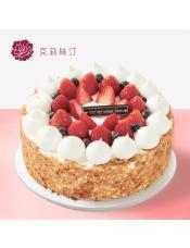 慕斯蛋糕,由多种水果、稀奶油、可可戚风蛋糕、原味戚风蛋糕、巧克力慕斯、覆盆子馅等制作