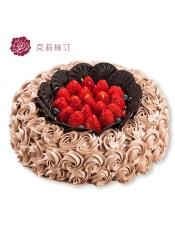 由水果、胚芽乳植脂奶油、可可戚风蛋糕、覆盆子奶冻、巧克力慕斯等制作