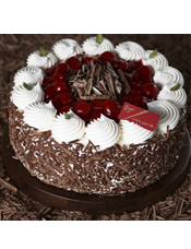 巧克力海绵蛋糕搭配进口樱桃和鲜油为夹层,再洒上巧克力碎片,覆上滑顺的鲜奶油,彻底呈现传统德式黑森林的风味。