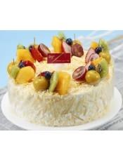 樱桃乳酪慕斯裹上白巧克力创花,搭配丰富的水果,酸甜与美味融合,轻易征服你的味蕾.