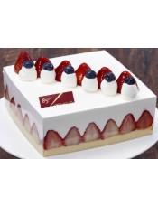 白戚风蛋糕混合樱桃颗粒馅,清新纯净的外表下,蕴育着甜蜜的气息.