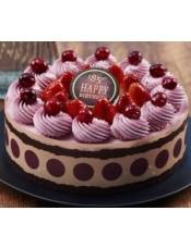这是一款集草莓、蔓越莓、黑莓味奶油和草莓慕斯的缤纷盛宴蛋糕,带来丰富多彩的美味。