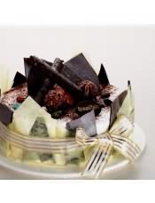 香浓的巧克力蛋糕胚,配以金莎巧克力球,代表我对您的浓浓的情意.