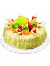 奶油蛋糕的底座里夹护着香滑的草莓派馅和丰富杂果,让舌头在两种美味之间来回游荡