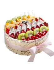 水果蛋糕:芒果原浆蛋糕坯,清新爽口的时令水果,带着自然恩赐的阳光体验,这一刻,一起邂逅鲜果的美好时光。