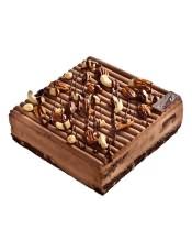 �W式蛋糕:布朗尼蛋糕坯,慕斯�c巧克力的搭配,不用想象就有好口味,榛仁和腰果融合牙�I加朗姆酒的口味,冰爽�庥簦��正享受。