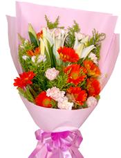 8只橘色太阳花,12只粉色康乃馨,2枝多头白色香水百合,搭配黄莺草