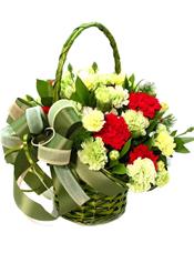 8支红色康乃馨,18支黄色康乃馨,绿叶;多头康乃馨间插丰满