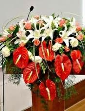 红掌6枝,多头白香水百合6枝, 粉玫瑰22枝,桔梗适量,绿叶