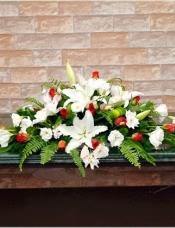 6朵白百合,10枝洋桔梗,18枝玫瑰,配草适量