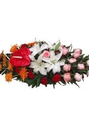 白百合4朵,红掌1片,扶郎9枝,红康乃馨6枝,粉玫瑰14枝,配叶适量