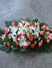 白百合6朵,剑兰4枝,粉玫瑰20枝,粉康18枝,配草适量