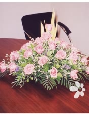 粉玫瑰,黄金鸟3枝,勿忘我点缀,散尾叶、绿叶搭配