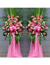精品粉色扶郎花、浅绿色洋桔梗、2支多头粉百合,搭配适量散尾葵、巴西叶、剑叶,类型 :单个花篮