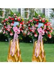 蓝色绣球、红色扶郎花、红玫瑰、粉色扶郎花、粉玫瑰、多头粉百合,搭配适量散尾葵、栀子叶、富贵竹、龟背叶,类型 :单个花篮