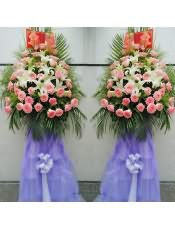 精品粉玫瑰、多头白百合,搭配适量散尾葵、黄莺、剑兰、剑叶,类型 :单个花篮