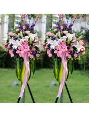 多头粉百合、多头白百合、粉玫瑰、紫色洋桔梗,搭配适量巴西叶、栀子叶、剑兰,类型 :单个花篮
