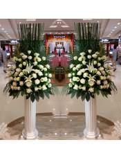 精品白玫瑰、白色洋桔梗、2支多头白百合,搭配适量散尾葵、栀子叶,类型 :单个花篮