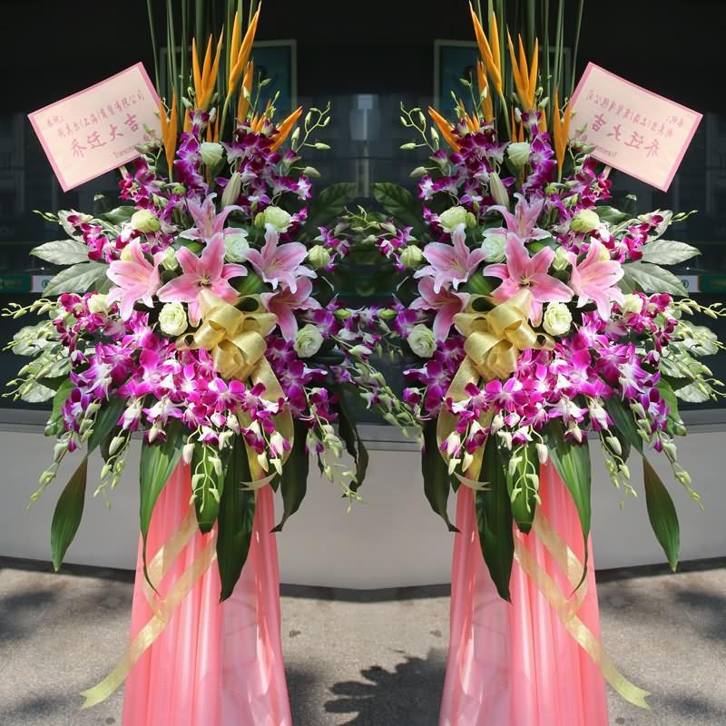 精品白玫瑰、多头粉百合、洋兰,搭配适量天堂鸟、巴西叶、散尾葵、剑叶,类型 :单个花篮