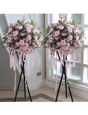 精品粉玫瑰、白色洋桔梗,搭配适量粉色相思梅、情人草、绿叶、黄莺,类型 :单个花篮