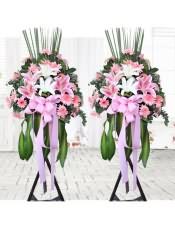 粉色太阳花一扎,百合半扎,搭配适量尤加利、散尾葵