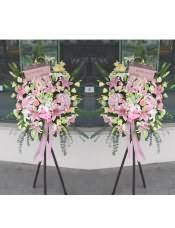 精品粉色�C球、粉玫瑰、粉多�^百合、�\�G色洋桔梗、粉色洋桔梗,搭配�m量尤加利、�G�~