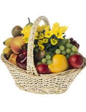 蛇果、鲜橙、苹果、提子、香蕉、猕猴桃等时令水果。