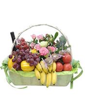 葡萄、香蕉、哈密瓜等时令水果+1瓶恺撒美乐干红。