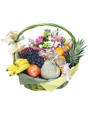 葡萄、香蕉、石榴、网纹果、菠萝等时令水果 。