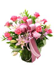 粉色玫瑰12枝、太阳花5支、粉色百合2支、其它花材搭配、绿叶丰满。