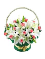 6枝多头白香水百合,18枝粉玫瑰间插,配叶