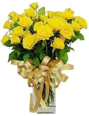 21枝黄玫瑰,绿叶间插,金黄色丝带束扎。