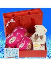 德芙两盒(98g+53g),小熊挂件1个,抽屉礼盒,冰袋(保温护航)
