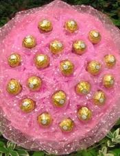 21颗费列罗巧克力包扎成高档美丽花束
