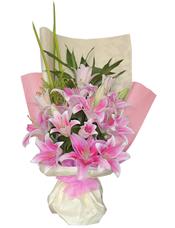 粉色香水百合10只,剑叶、黄莺、富贵竹搭配