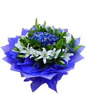 21支蓝玫瑰,8支白色多头香水百合,绿叶搭配